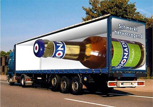 Quảng cáo trên xe vận tải