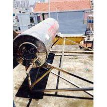 vệ sinh máy nước nóng năng lượng mặt trời tại TPHCM
