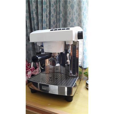 Cần thanh lý một máy pha cà phê Espresso Wellhome 210 tại TPHCM.