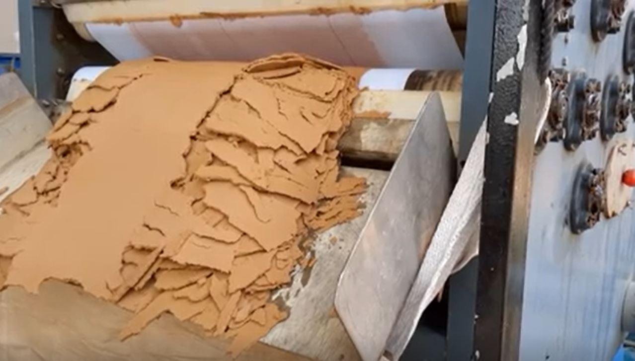 Bùn sau khi xử lý của máy ép bùn băng tải size 1000