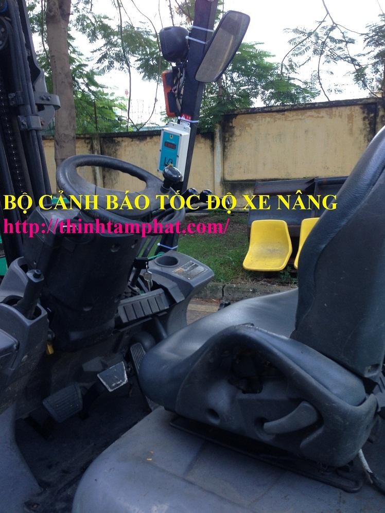 thiet-bi-canh-bao-toc-do-xe-nang-khong-day