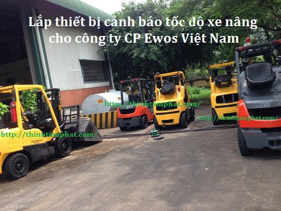 thiet-bi-canh-bao-toc-do-xe-nang