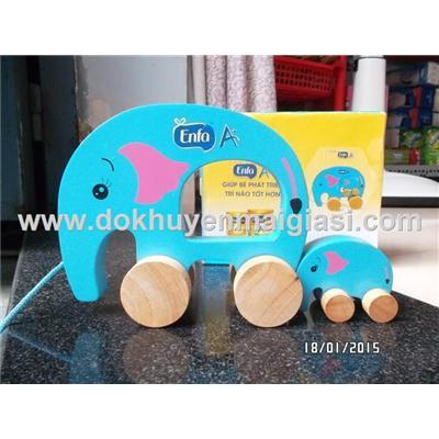 Bộ voi mẹ con bằng gỗ có bánh xe kéo của sữa Enfa tặng