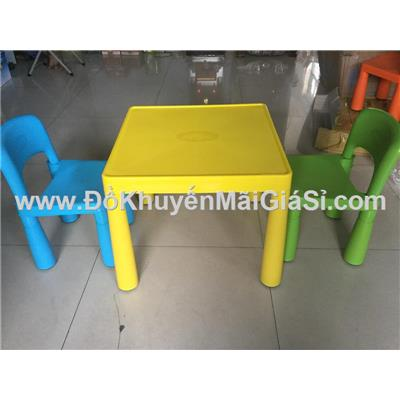 Bộ 1 bàn + 2 ghế sắc màu Friso bằng nhựa cho bé
