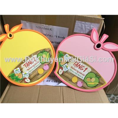 Bộ 2 thớt nhựa 2 mặt hình trái cây Vfresh tặng (2 cái 2 màu) - Kt: (29.5 x 24.5 x 0.9) cm