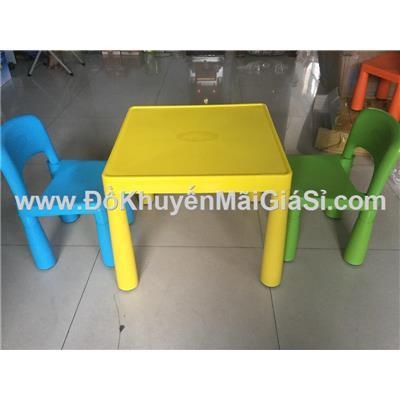 Bộ 1 bàn + 2 ghế sắc màu Friso bằng nhựa cho bé - Giao màu ngẫu nhiên không chọn