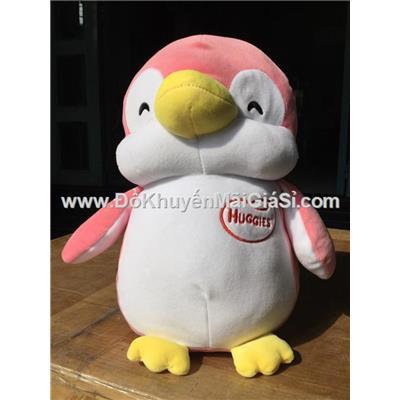 Chim cánh cụt nhồi bông màu hồng, tã Huggies tặng - Kt: (35 x 27 x 15) cm