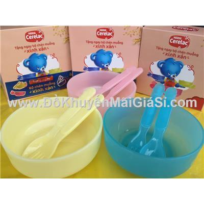 Bộ chén, muỗng, nĩa nhựa Nestle cho bé ăn dặm  Bo chen, muong, nia nhua Nestle cho be an dam