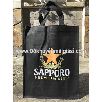 Túi xách vải không dệt bia Sapporo tặng - Kt: (33.5 x 26 x 11) cm