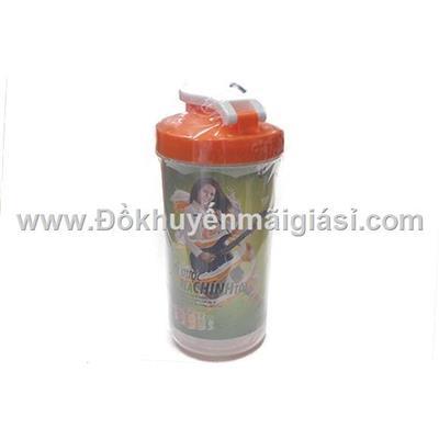 Bình nhựa nhựa Yomost nắp bật 700ml - Kt: (9 x 9 x 18) cm  Binh nhua nhua Yomost nap bat 700ml - Kt: (9 x 9 x 18) cm