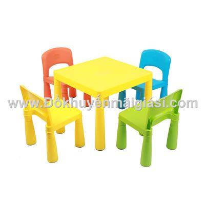 Bộ 1 bàn + 3 ghế sắc màu Friso bằng nhựa cho bé - Giao màu ngẫu nhiên không chọn