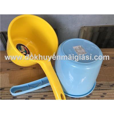 Gáo nhựa múc nước Vim - Kt: (27.5 x 15 x 12.5) cm - Chỉ còn màu vàng