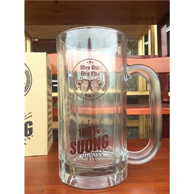 Ly thủy tinh quai uống bia Sư Tử Trắng cỡ lớn 550ml - Kt: (15 x 7.2 x 7.2)  Ly thuy tinh quai uong bia Su Tu Trang co lon 550ml - Kt: (15 x 7.2 x 7.2)