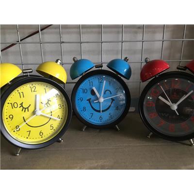 Đồng hồ báo thức để bàn cỡ nhỏ hình MẶT CƯỜI, kèm pin, có đèn - Kt: (13.5 x 5.5 x 11.2) cm