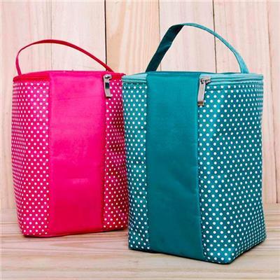 Túi giữ nhiệt chấm bi 2 lớp kiểu đứng - Kích thước: (24 x 15 x 14) cm - Có 3 màu