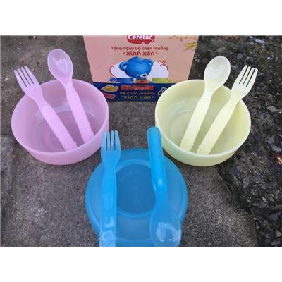 Bộ chén, muỗng, nĩa nhựa Nestle cho bé tập ăn