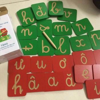 Bộ đồ chơi gỗ BÉ YÊU TẬP VIẾT chữ cái Tiếng Việt gỗ Đức Thành - Sữa Nestle tặng  Bo do choi go BE YEU TAP VIET chu cai Tieng Viet go Duc Thanh - Sua Nestle tang