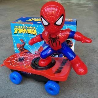 Đồ Chơi Spider-Men Trượt Ván Có Nhạc Đèn, Kèm Pin - Kt: (22 x 10 x 15) cm