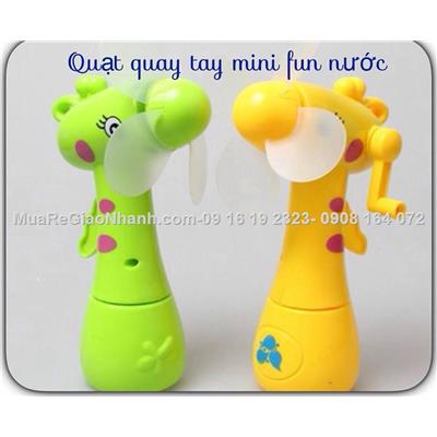Quat mini phun Nuoc quay tay