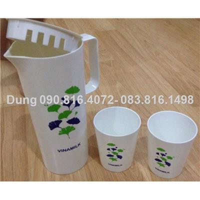 Bộ bình nước có quai và 2 cốc quai nhựa