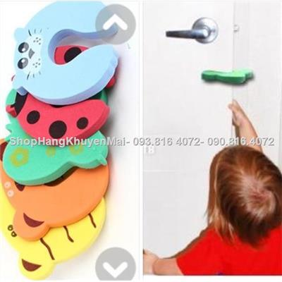 Chặn cửa cao su chống kẹt tay cho bé