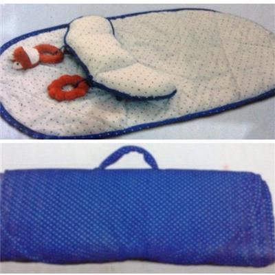Thảm cuộn kèm gối và lục lạc bông cho bé sơ sinh