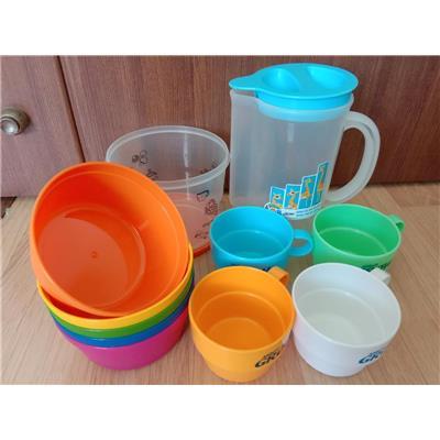 Combo Ca quai kèm 4 cốc chồng và 5 chén nhựa sắc màu